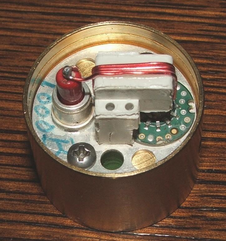 Rozebrana wkładka, przygotowana do naprawy lub przeróbki na inną.