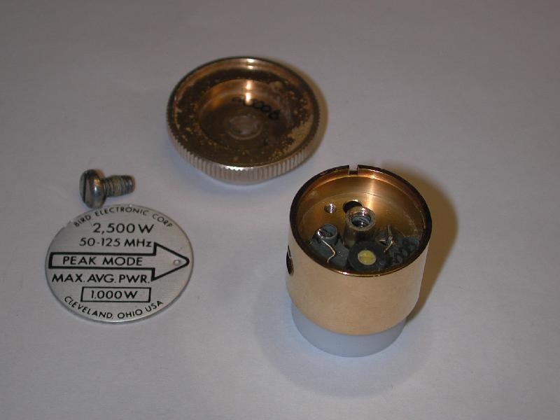 Tak wygląda kapsel z opisem 2,500W 50-125 MHz